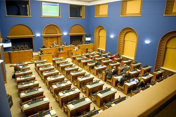 Riigikogus moodustati kaks uut parlamendirühma ja viis ühendust