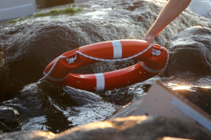 Piirivalve päästis paadiga merehätta sattunud mehe