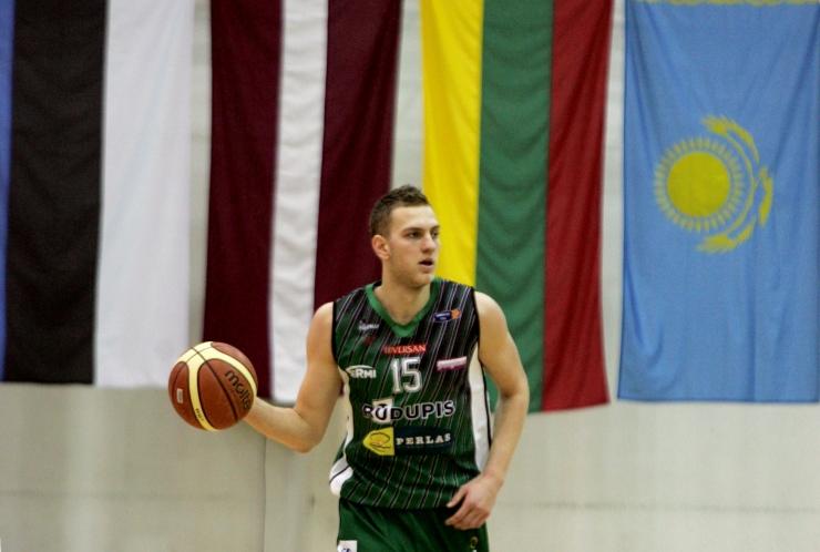 """Tänases saates viskab """"palli korvi"""" Euroliiga hooaja lõpetanud Siim-Sander Vene"""