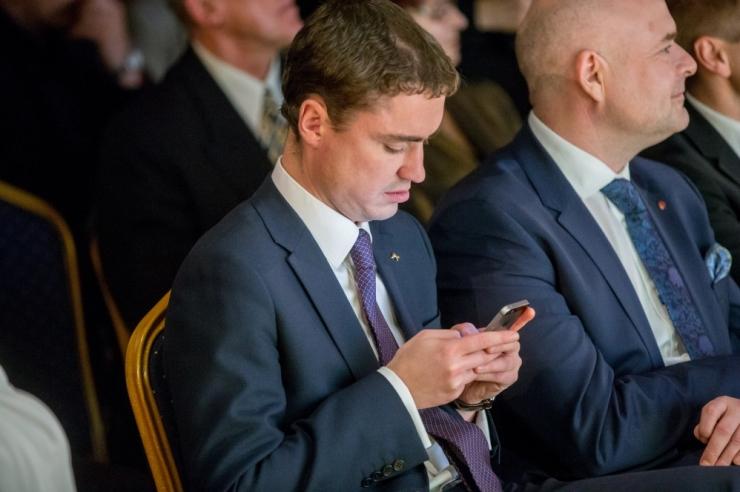 Ministrid said endale salajase sidega mobiiltelefonid