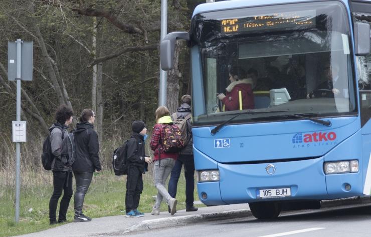 IRL-i ja reformierakondlaste vallavalitsus kaotas Harkus laste tasuta koolibussid