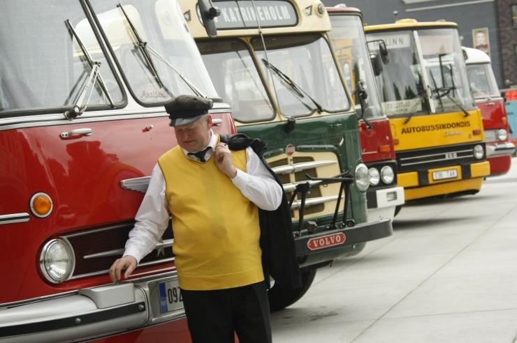 FOTOD! Retrobussid vallutasid Vabadusplatsi