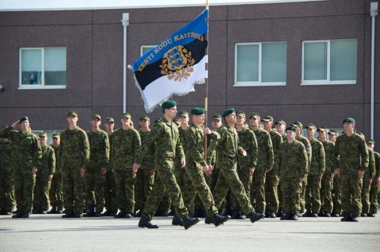 Kaitsevägi paneb naised proovile ja annab võimaluse teha karjääri