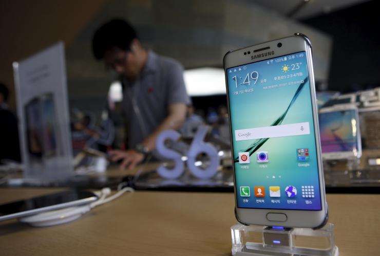 Samsungi nutitelefone saab tasuta kindlustada veeõnnetuste vastu