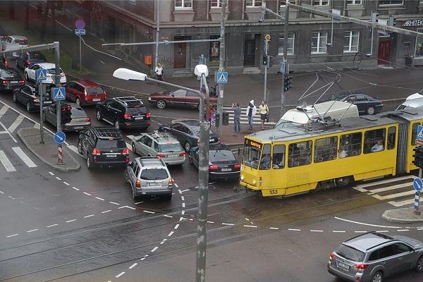 Narva maanteel läheb liiklemine veelgi kitsamaks