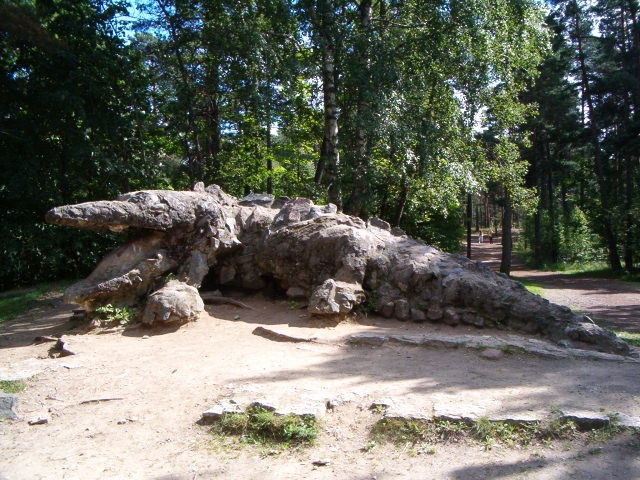 Tallinnas Glehni pargis algas kahe kuju korrastamine