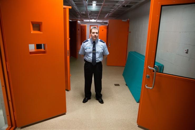 Õiguskantsler: videovalve tuleks paigaldada kõigisse kainestusmaja kambritesse