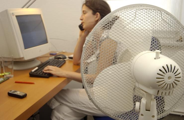 Lugeja küsib: mida teha, kui töökoht on umbne ja sinna kostub kõrvalruumist müra