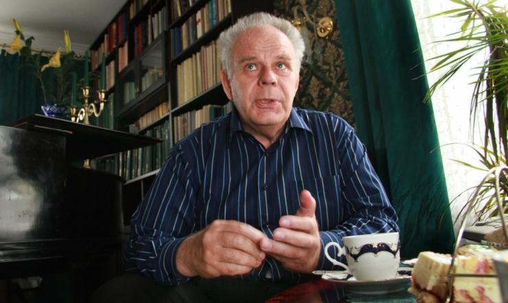 Suri kultuuritegelane ja poliitik Vardo Rumessen