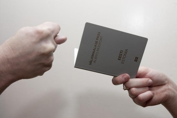 ÜRO käsitleb Eesti halli passi omanikke põgenikena