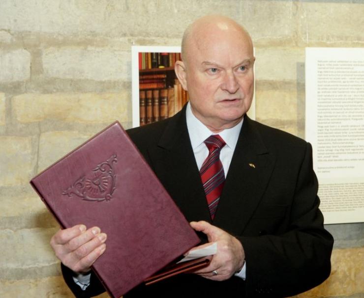 """TÄNA! Tallinna Keskraamatukogus avatakse Enn Jaanisoo köitekunsti näitus """"Kunstnikult kogujale"""""""