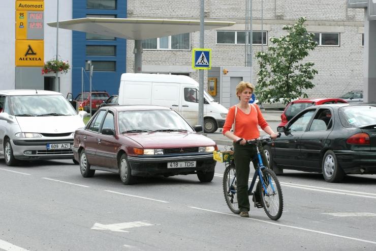 ÕIGUSAPTEEK: Auto ja jalgratturi kokkupõrkel jääb kannatajaks alati rattur