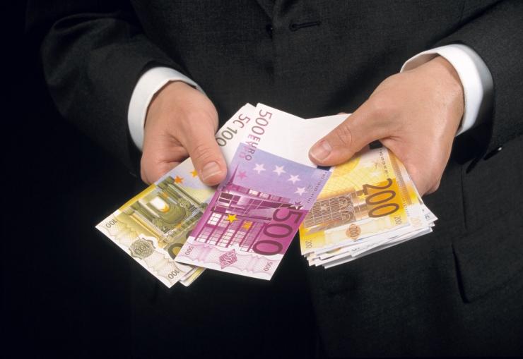 AJALOOLANE: Tänapäeva riigiasutustes lokkab korruptsioon kordades rohkem