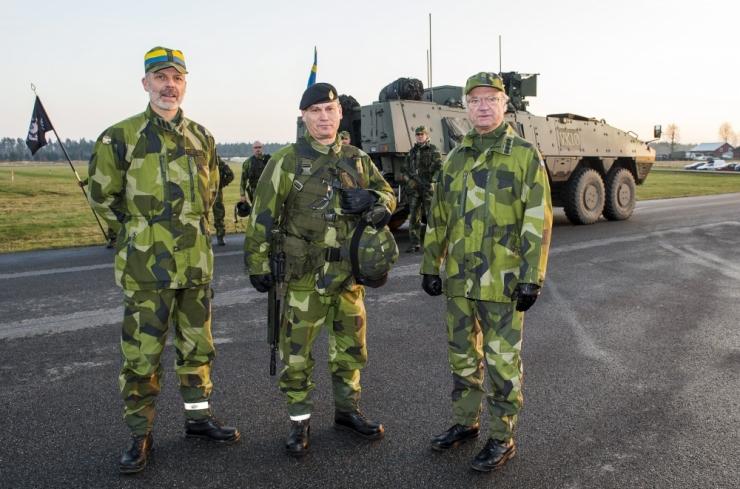 Rootsi armeevormi tegija arendas uued mundrid ka Eesti politseile