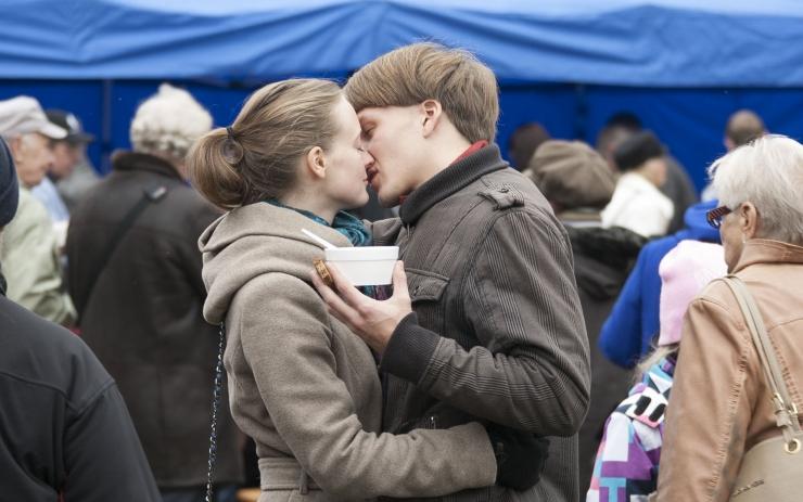 FOTOD: Kas ka sina olid Hundisilmal? Savisaare kodu külastas täna ligi 5000 inimest