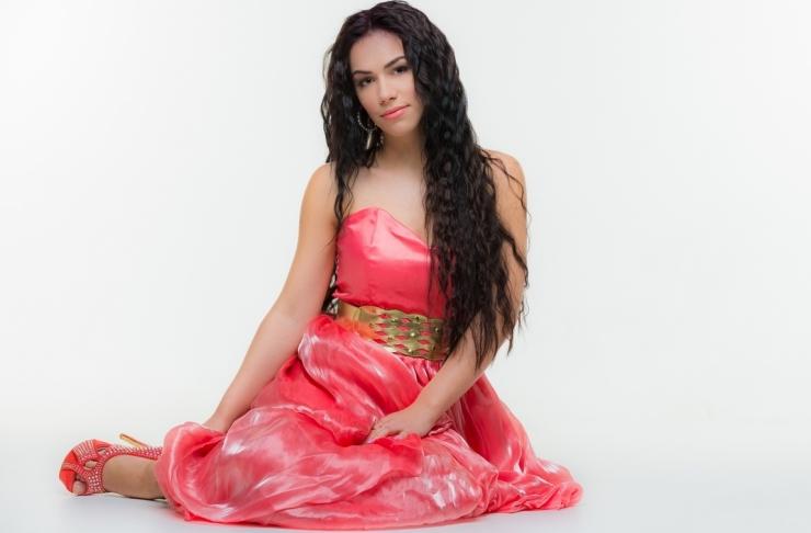 Laulja ja laulukirjutaja Renate üllatab sügisel suvise lauluga