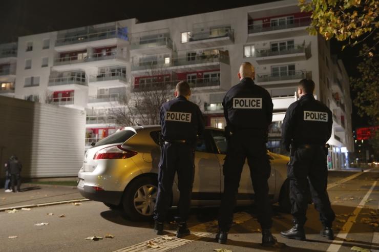 Prantsuse politsei on haarangute käigus konfiskeerinud relvi ja vahistanud inimesi