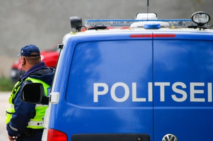 Noormehe surnuks sõitnud politseibussi kiirus võis olla üle 100 km/h