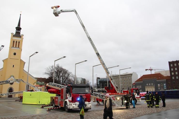 FOTOD! Uued redelautod päästavad inimesi ka 9-kordsetest majadest