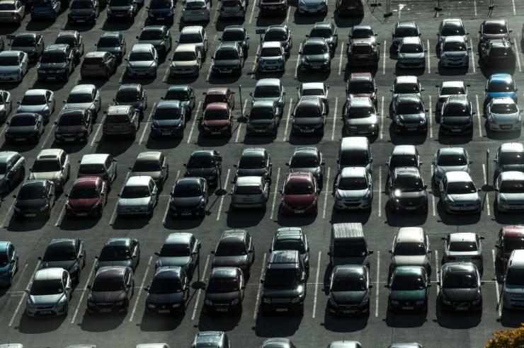 Tallinn aitab ühistutel lahendada parkimisprobleeme