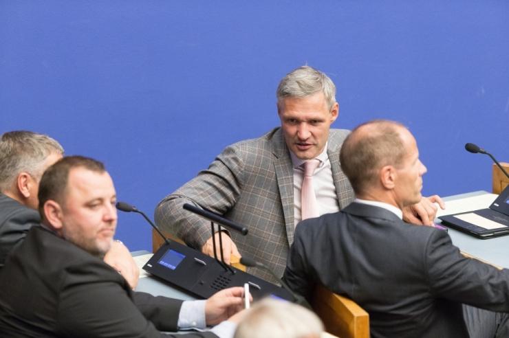 Poliitikas pettunud Erki Nool astus IRL-ist välja