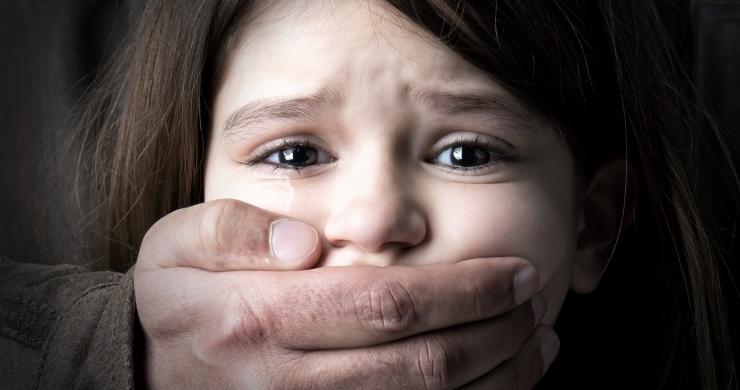 lapse väärkohtlemine