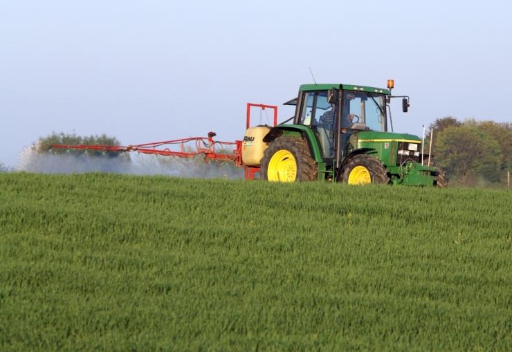 TAPAB UMBROHTU JA INIMESI: Rohelised nõuavad glüfosaadi keelustamist