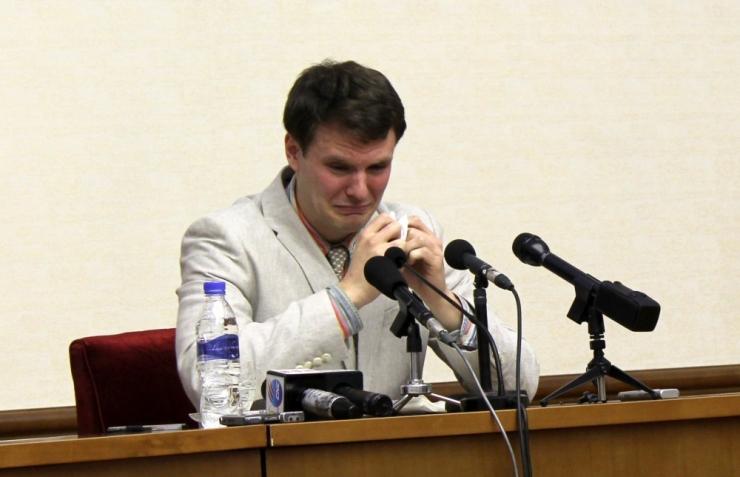 Põhja-Korea mõistis USA tudengi 15 aastaks sunnitööle