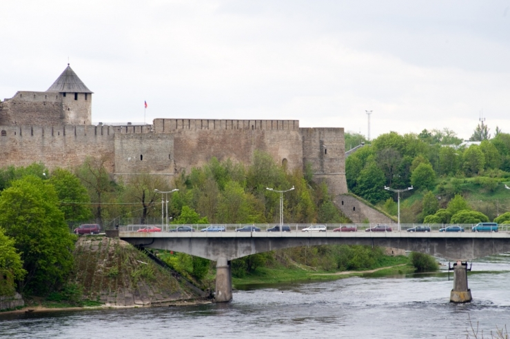 Narva sillale toodud menusarja peaosaline pole Eesti musta nimekirja kantud