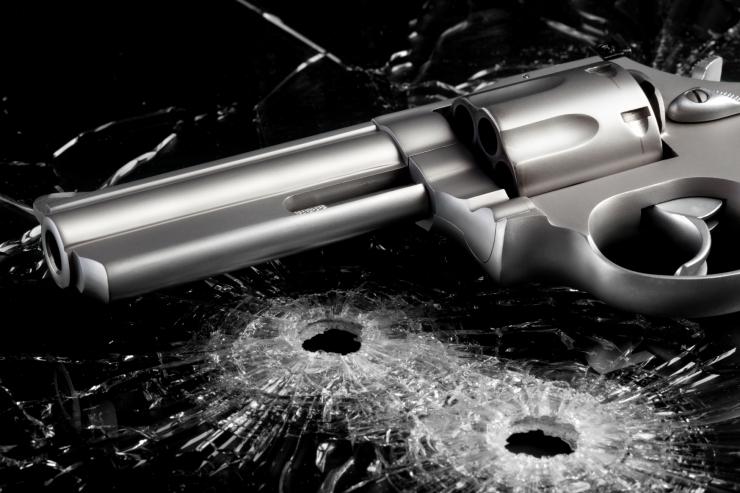 Viljandi kortermaja trepikojas tulistati mees surnuks