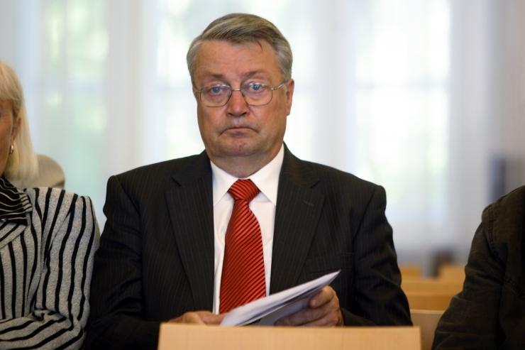 Mart Sõrg: pangad kiskusid või nööbid eest, et fondiga liituksin