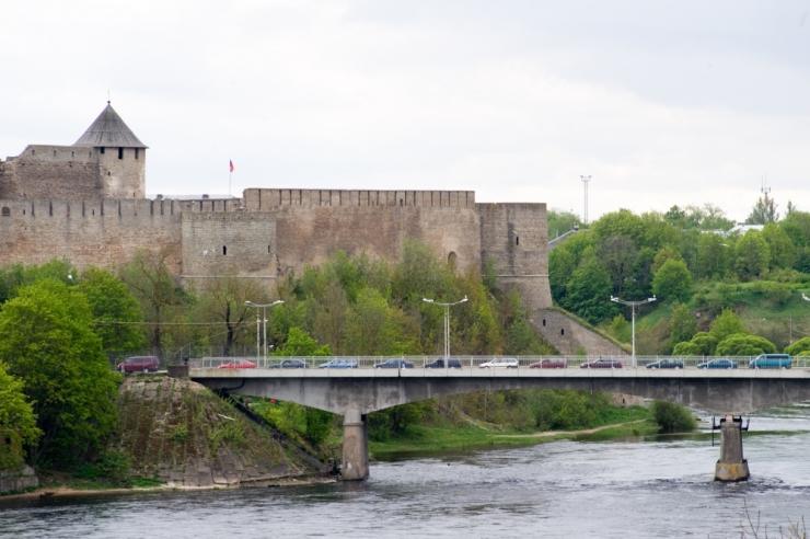 Iraanlased ületasid kummipaadiga Narva jõe