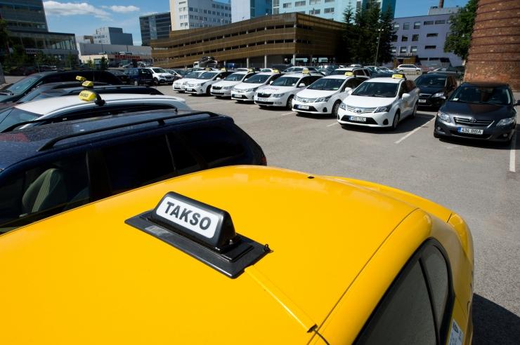 Välk Takso sõidutab inimest, kes hoolib planeedist Maa