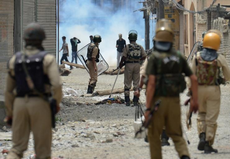 India Kashmiri vägivallalaines on hukkunud 15 inimest