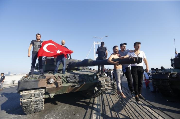 Türgi riigipöördekatses on saanud surma vähemalt 225 inimest