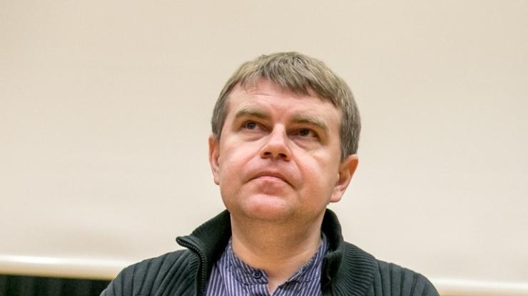 ANDRUS KIVIRÄHK: kääbikuna nõidade keskel