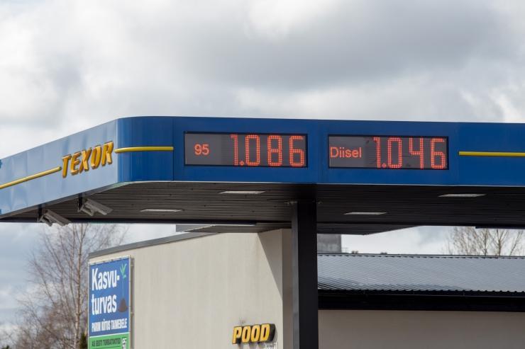 Õliühing: tankimislaine tõttu Lätis tuleks kütuseaktsiis külmutada