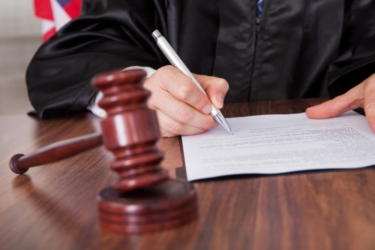 Karilaid ja Sults: õigusemõistmise asemel tegeleb kohus prokuratuuri poolt juba langetatud otsuse vormistamisega