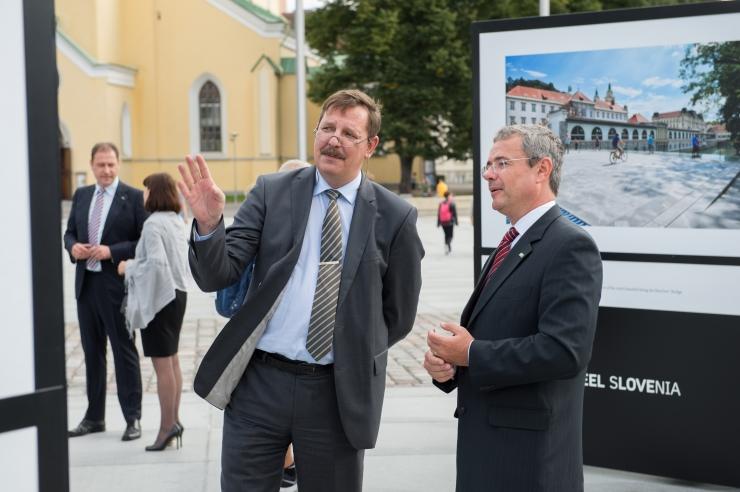 """GALERII! Fotonäitus """"I feel Slovenia"""" sai avatud Vabaduse väljakul"""
