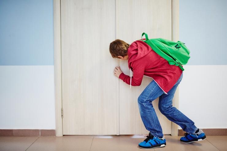 KIROPRAKTIK: Vale koolikott toob lapsele selja- ja peavalud