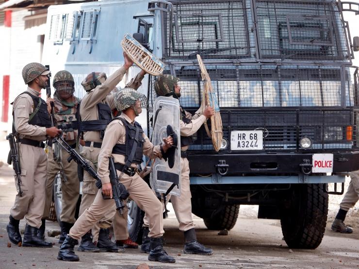 India Kashmiris sai kannatada umbes sada meeleavaldajat