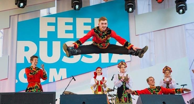 Venemaa tutvustab Raekoja platsil enda kultuuri lokulaudadega