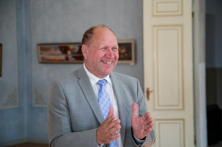 Mart Helmel on 21 häält koos