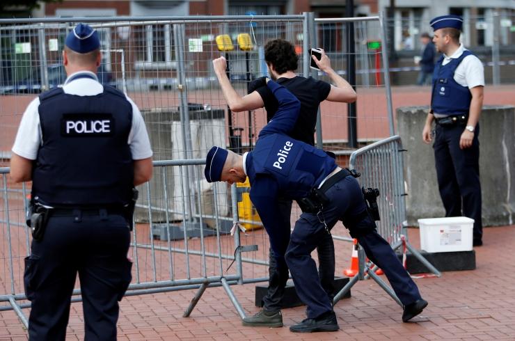 Belgia politsei luhtas 13 võimalust Pariisi ründajate tabamiseks