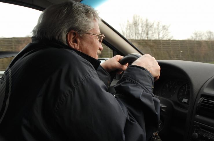 Linnaelanikud: liikluses huligaanitsevad autojuhid peaks saatma jätkukoolitustele
