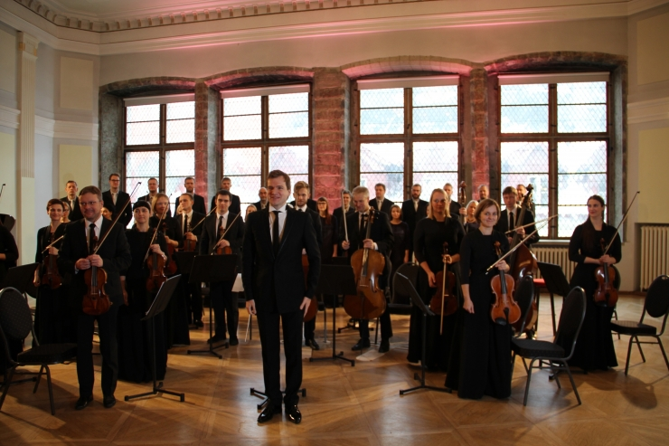 FOTOD! Eesti Filharmoonia Kammerkoor ja Tallinna Kammerorkester alustavad kontserdireisi Hiinas