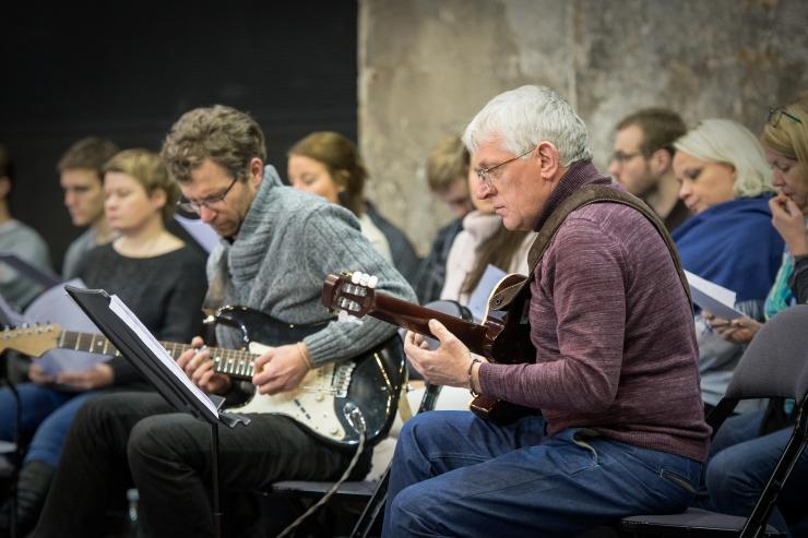 Eesti Filharmoonia Kammerkoor esineb koos kitarristidega Jõulujazzil