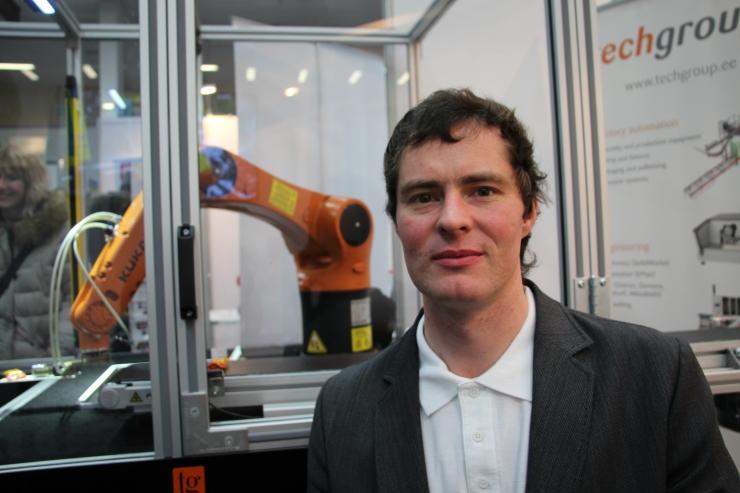 Peeter Pihlakas: meie tööstusrobot pakub messi külastajatele kompvekke