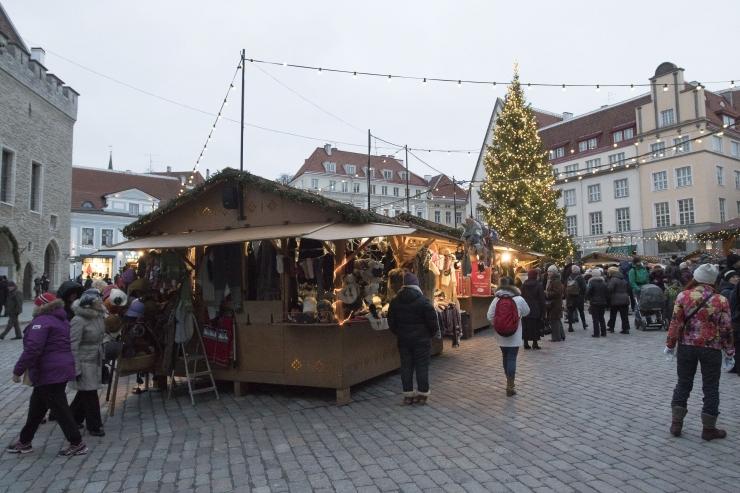 JÕULUTURU KAAMERA! Vaata otsepilti Raekoja platsi kaunilt jõuluturult