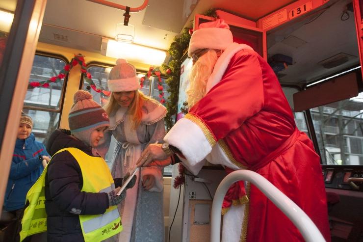 FOTOD! Tallinnas loob pühademeeleolu vahva jõulutramm